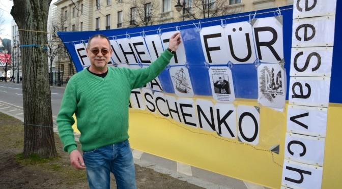 Німецький активіст: пікетуватиму, поки Росія не звільнить всіх політв'язнів